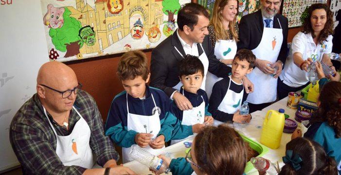 Un millar de escolares aprende a comer saludable con los Peque Huertos