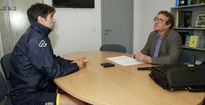 El periodista Enrique Bethencourt presenta hoy 'El fútbol canario'
