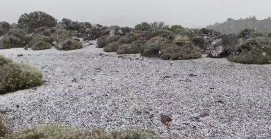 Así está nevando ahora en el Teide
