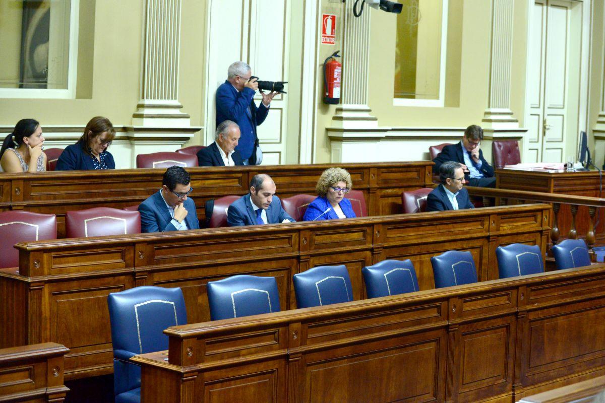 El Gobierno de Fernando Clavijo quedó en franca minoría en diciembre de 2016: 21 escaños (si se suman los 3 de ASG), frente a los 39 de la oposición. / SERGIO MÉNDEZ