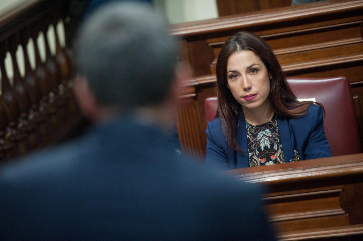 Fernando Clavijo responde a Patricia Hernández en la sesión parlamentaria de control / FRAN PALLERO