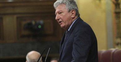 El diputado de Nueva Canarias, Pedro Quevedo, en la tribuna de oradores del Congreso. / EP