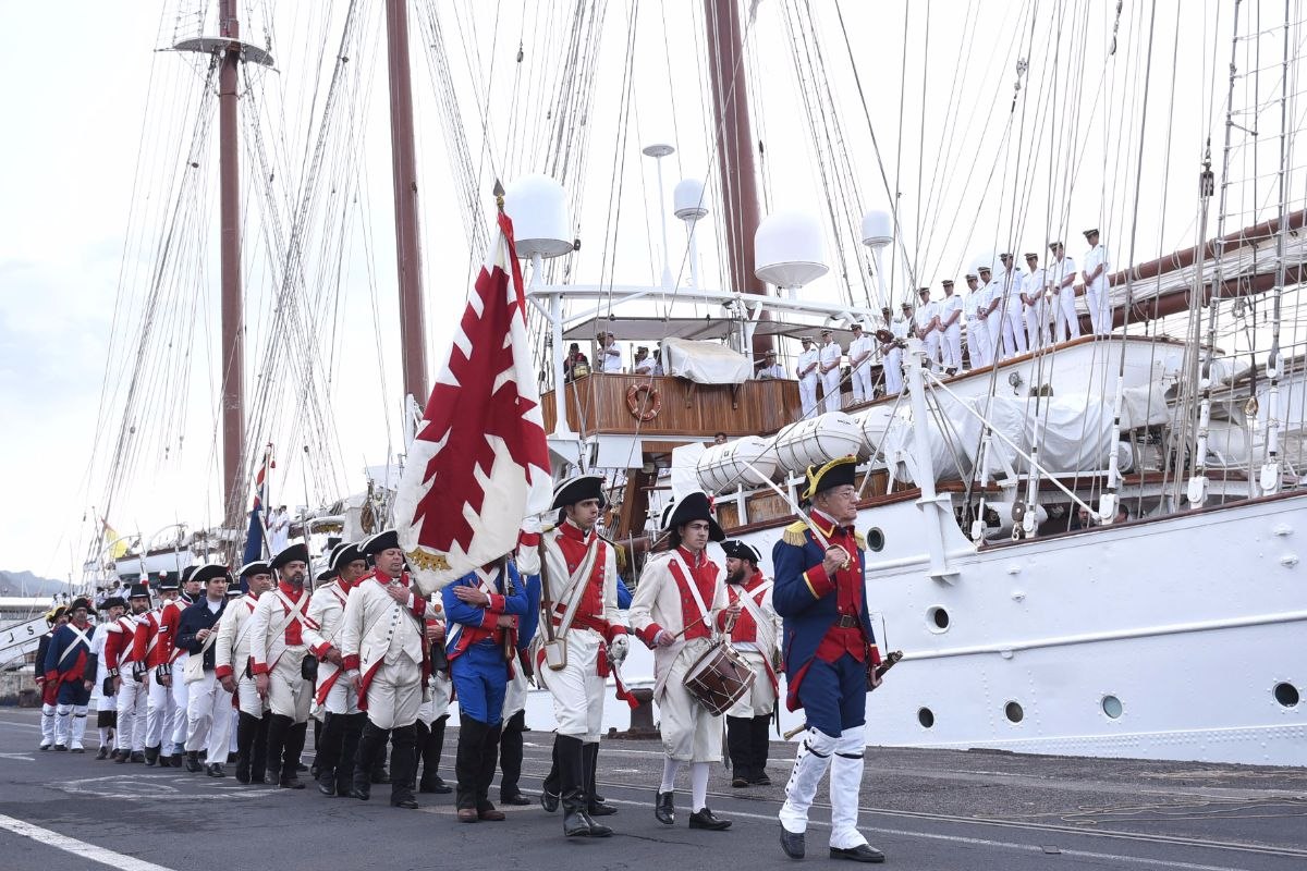El buque Juan Sebastián Elcano llega al Puerto de Santa Cruz de Tenerife |  FOTO: Sergio Méndez