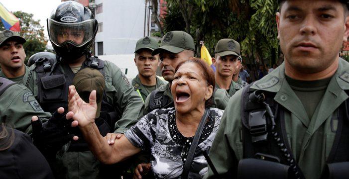 """El Parlamento venezolano se declara único poder legítimo y pide a las FFAA que den """"un paso al frente"""" contra Maduro"""