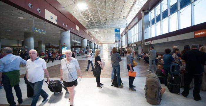 Advierten de los efectos negativos que sufrirá la Isla si se satura el aeropuerto del Sur