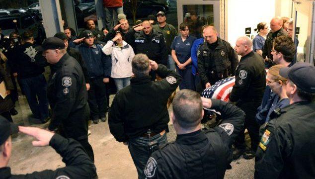 El sentido homenaje a un perro policía asesinado