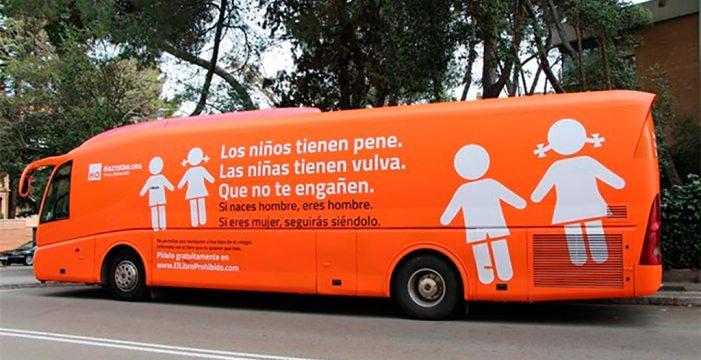 """Hazte Oír vuelve a la carga con su polémico autobús y avanza otra por """"vía aérea"""" este verano"""