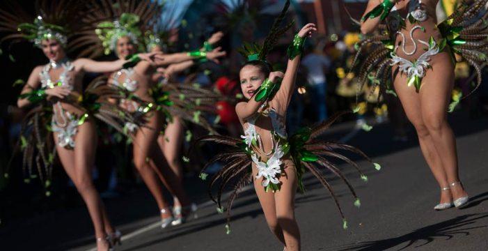 El Coso Apoteosis de la Piñata Chica de Tacoronte pone el colofón al Carnaval en el Norte