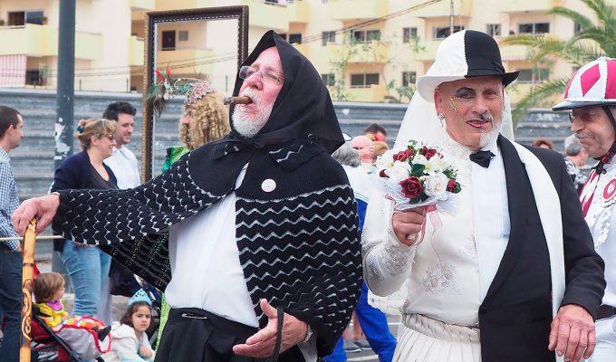 Más de 30.000 personas disfrutan de un gran coso en Los Cristianos