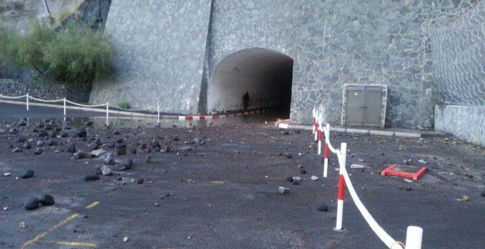 El fuerte oleaje provoca destrozos en zonas de baño de Tacoronte