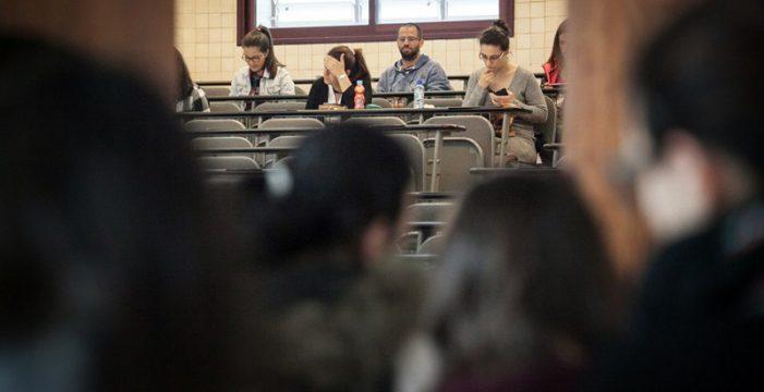 Educación retrasa hasta 2019 las oposiciones para 800 plazas de maestro