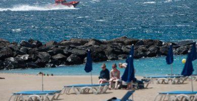 Una embarcación para buceo con 8 ocupantes se hunde frente a Playa de Las Ámericas