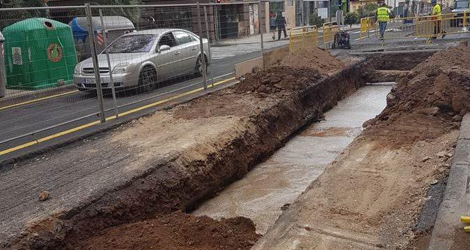 Las discutidas obras de Méndez Núñez dejan a cientos de vecinos sin agua