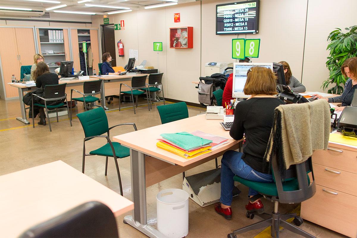 El paro cae en canarias en personas y se sit a en for Oficina virtual empleo canarias