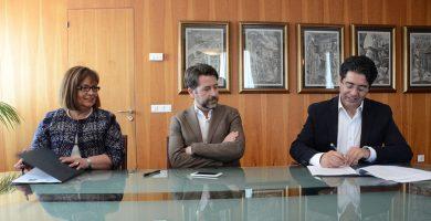 El Palacio Insular acogió la firma del convenio entre la presidenta del IASS y el alcalde de Guía de Isora, en presencia del presidente del Cabildo. DA