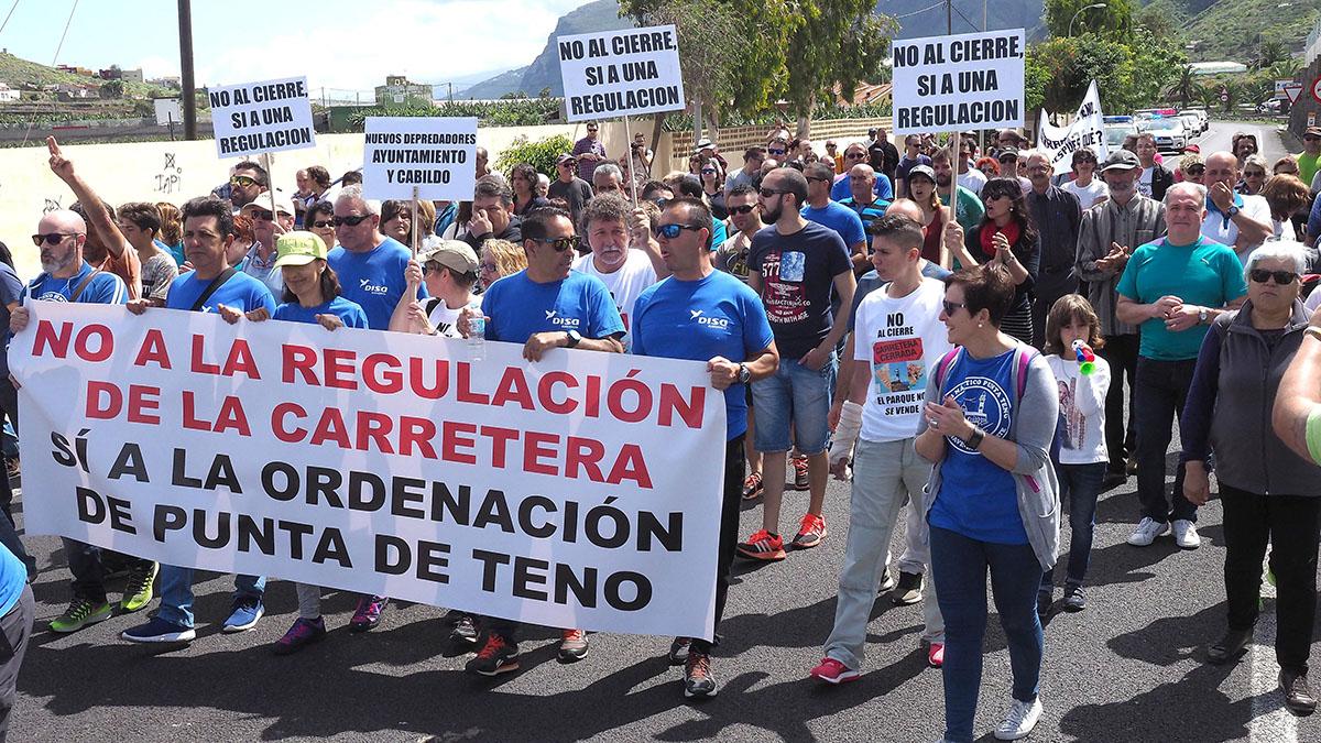 Detalles de la manifestación de este domingo en Buenavista del Norte en rechazo a las medidas adoptadas en torno al espacio natural de Punta de Teno. Sergio Méndez
