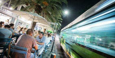 El resurgir de la avenida de Anaga ha estado protagonizado por los locales de restauración y sus terrazas. Andrés Gutiérrez