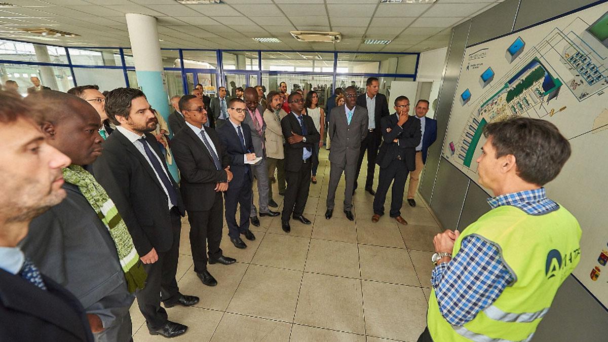 El encuentro celebrado en el Hotel Bahía del Duque terminó con una visita al sistema hidráulico de Adeje-Arona. DA