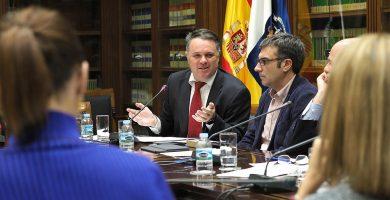 """La oposición denuncia """"cutrerío"""" y """"sexismo"""" en la Televisión Canaria"""