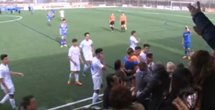 Pelea entre jugadores y público en un partido de juveniles
