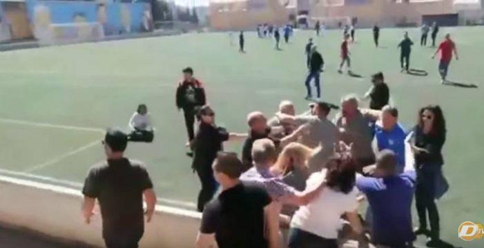 Brutal pelea entre padres en un partido de infantiles