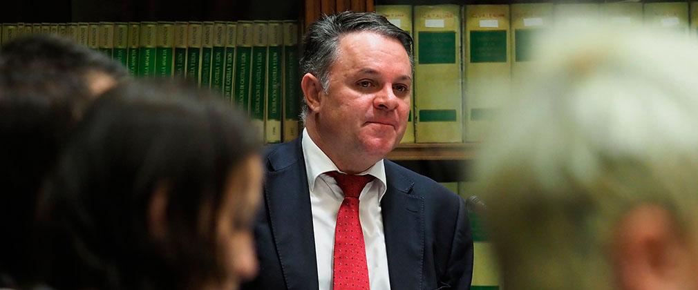 La oposición tomará medidas para forzar el  cese de Negrín al frente de la RTVC