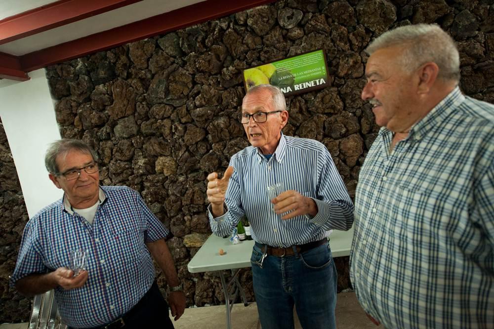 Los agricultores reciben el apoyo incondicional de un grupo de expertos. F.P.