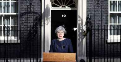 May pide la celebración de elecciones anticipadas el 8 de junio