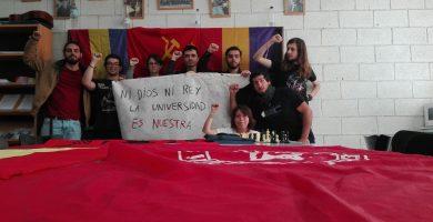 Alumnos de la ULL se encierran como repulsa a la visita de los Reyes de España