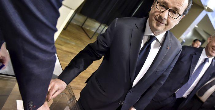 """Hollande apela a la """"movilización"""" y confirma que votará por Macron"""