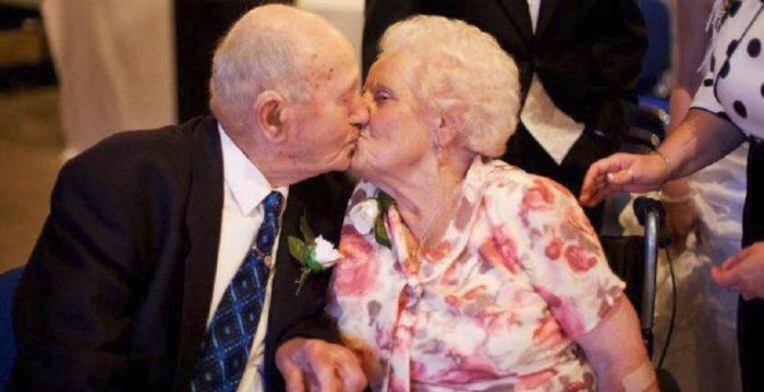 Una pareja de ancianos muere el mismo día después de 77 años de casados