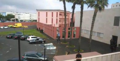 La Policía Nacional desaloja a los alumnos de la ULL encerrados en un aula de Física