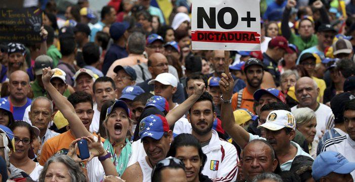 Prisión para dos policías por la muerte de un manifestante en Venezuela