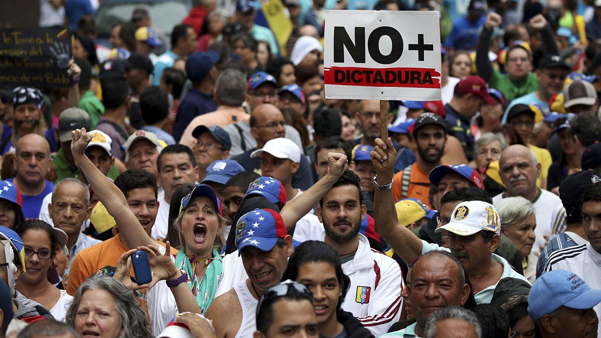 Manifestantes contra el Gobierno de Nicolás Maduro. REUTERS/Carlos Garcia