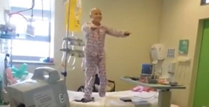 Luis Fonsi se emociona al ver cómo una niña con cáncer bailaba 'Despacito'