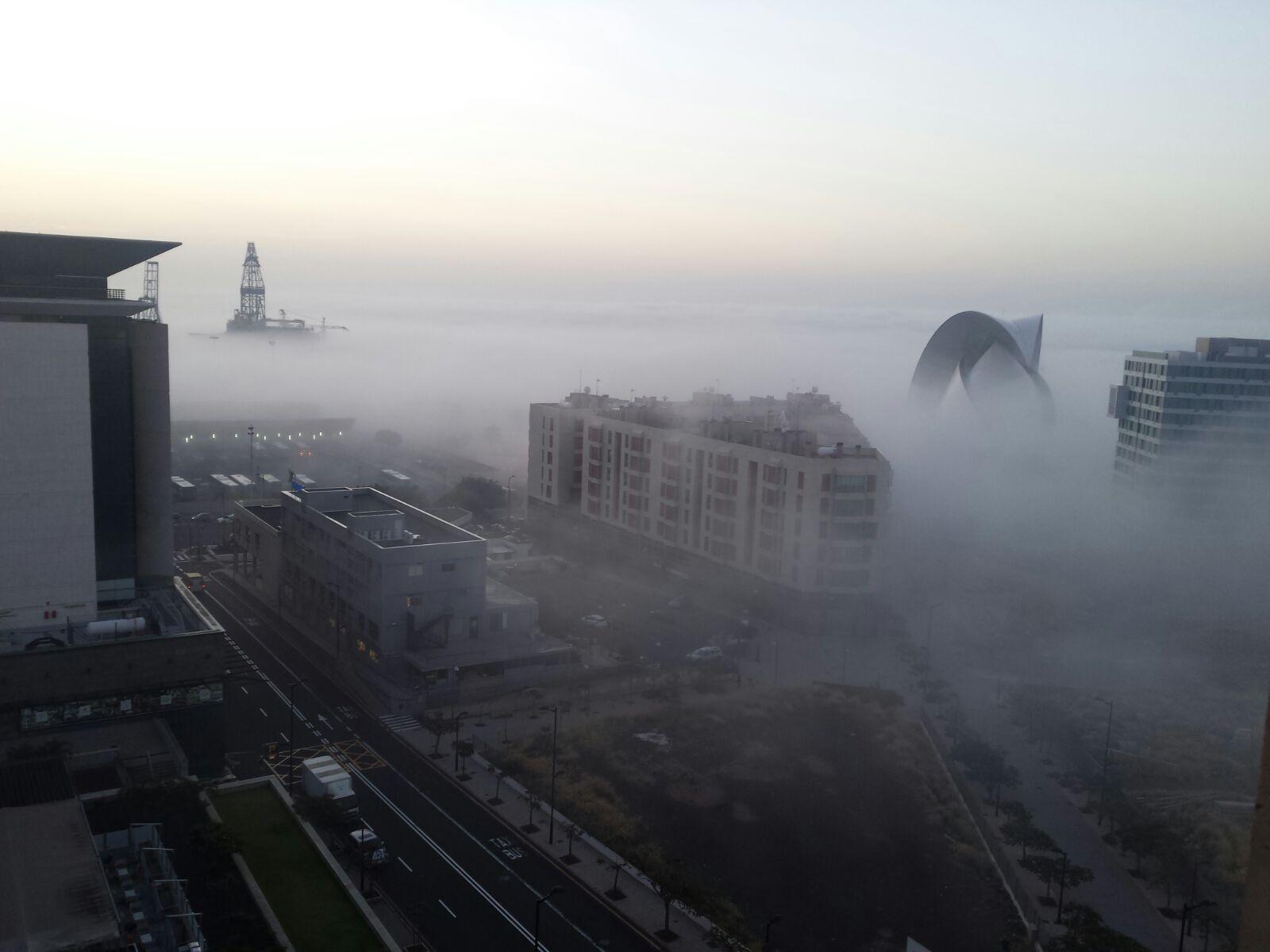 Santa cruz de tenerife despierta entre niebla y bruma for Gimnasio santa cruz de tenerife