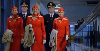 Una compañía aérea rusa afirma que no quiere azafatas gordas en sus aviones