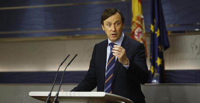 """El PP dice que Podemos hace el """"ridículo"""" con la moción de censura contra Rajoy"""