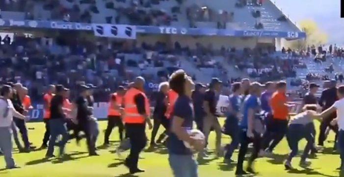 Aficionados violentos del Bastia bajan al campo para agredir al Lyon