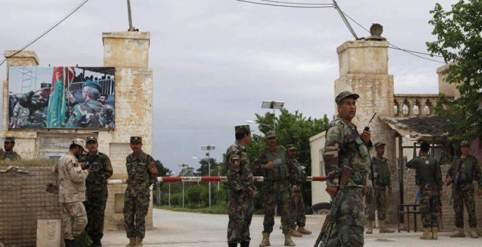 Al menos 66 militares afganos muertos en un ataque talibán contra una base militar
