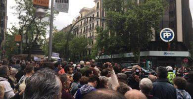Más de mil personas protestan contra la corrupción Génova