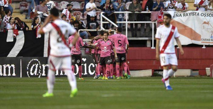 El CD Tenerife sufre para puntuar frente al Rayo