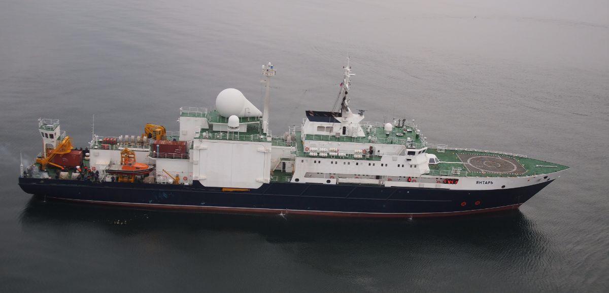 Imagen aérea del buque oceanográfico ruso Yantar, botado en 2010 y dotado con dos minisubmarinos para trabajar en los fondos marinos. DA