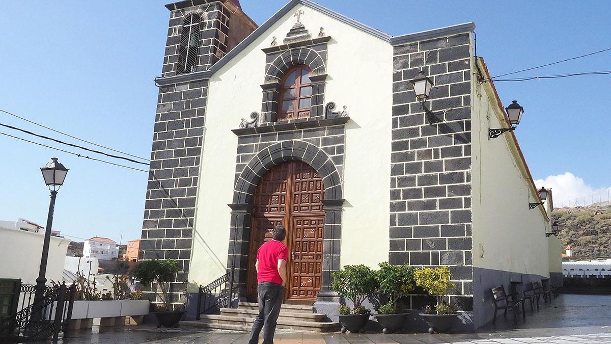 Aspecto actual de la fachada de la iglesia de Santa Ana, en el barrio del mismo nombre, en Candelaria. Sergio Méndez