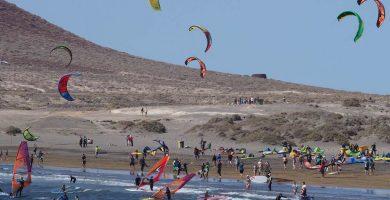 Hospitalizado tras sufrir un accidente haciendo windsurf en El Médano