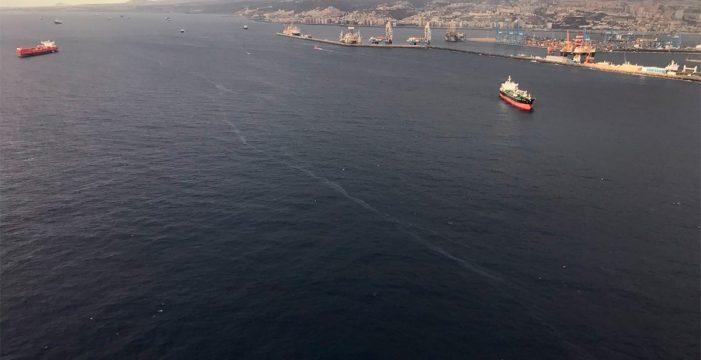 El vertido provocado por el accidente del ferry en Las Palmas se reduce un 80%