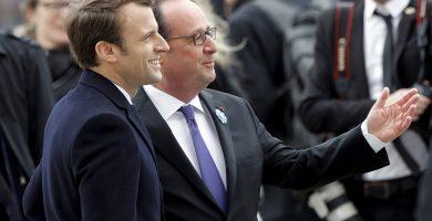Emmanuel Macron y el actual mandatario, François Hollande. REUTERS/Philippe Wojazer