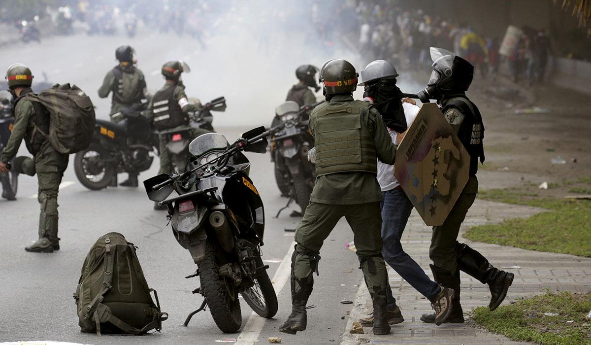 Disturbios en manifestaciones opositoras en Caracas. REUTERS/Marco Bello