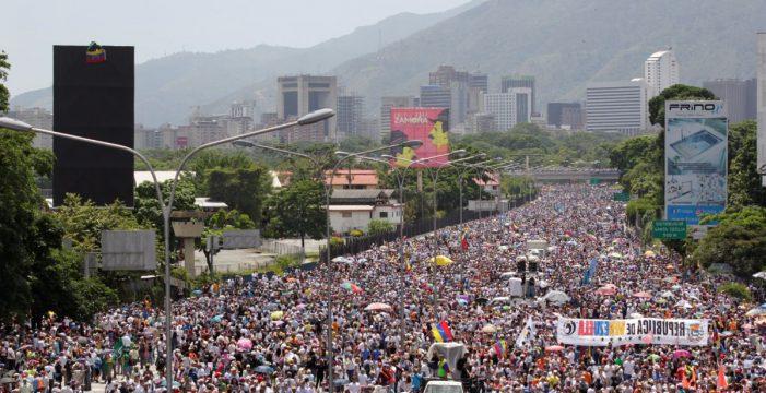 """Caracas acusa a la Eurocámara de """"alentar"""" la violencia"""
