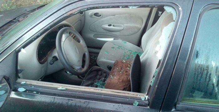 Actos vandálicos destrozan coches y queman contenedores en La Laguna